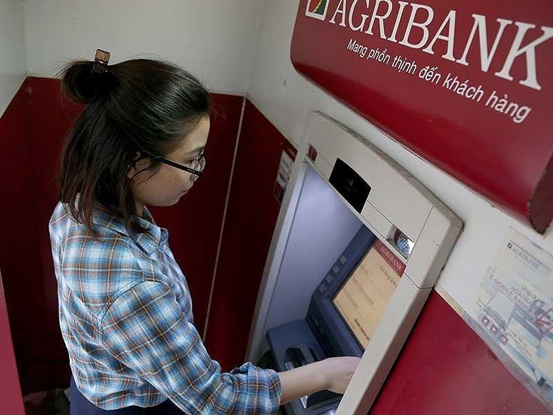 Tra cứu số tài khoản Agribank ở cây ATM