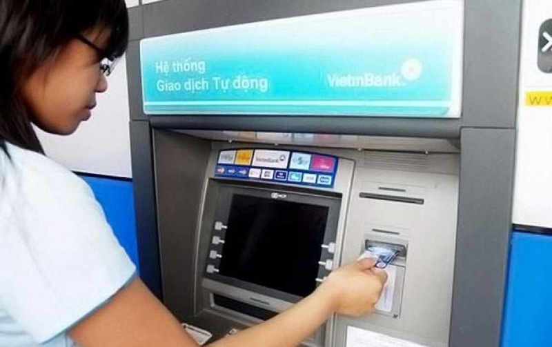 Mức phí rút tiền được áp dụng đối với từng loại thẻ