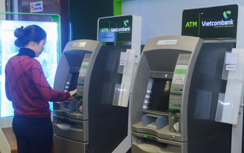 Bạn có thể chuyển tiền qua ngân hàng khác từ thẻ ATM Vietcombank